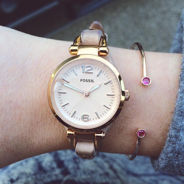 Ce bracelet rose doré et ruby @astridandmiyu ne quitte plus…