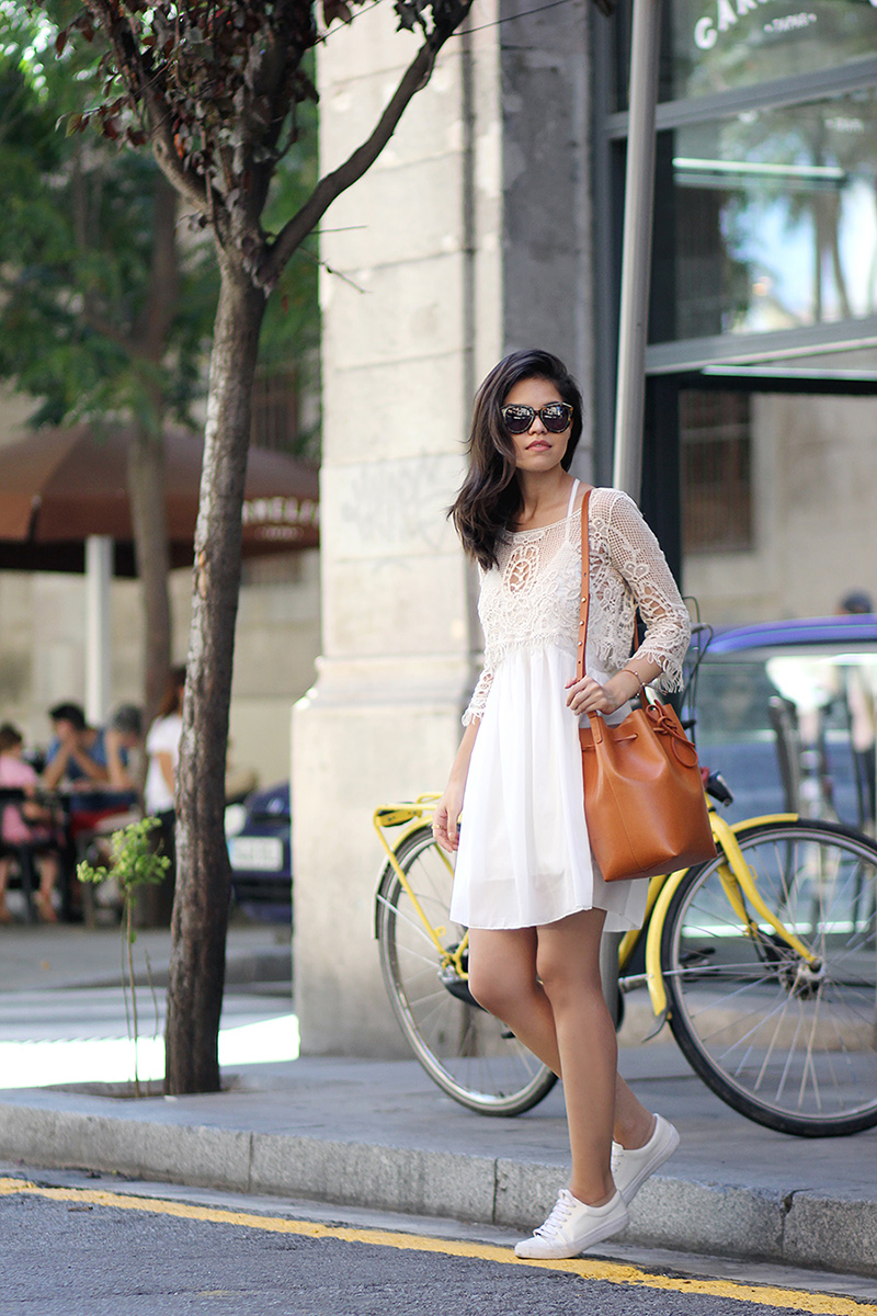 03-lace-crop-top-chiffon-white-dress-sheinside-mansur-gavriel-bucket-bag-karen-walker-sunglasses-sneakers-casual-ootd